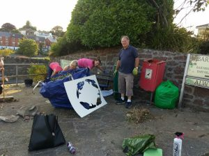 TeignVironment and passers by helping out